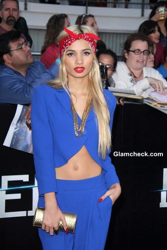Pia Mia Sports Head Scarf at Divergent Premiere
