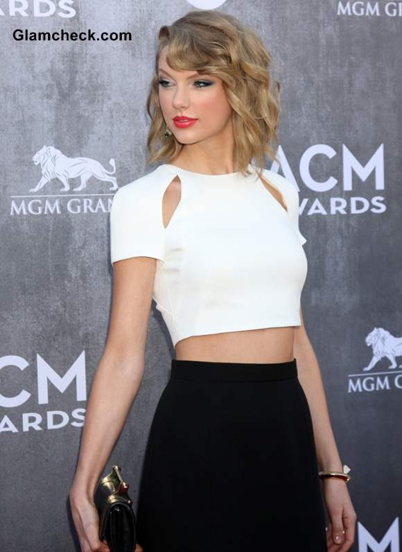 Taylor Swift in J Mendel Monochrome Look at ACMA 2014