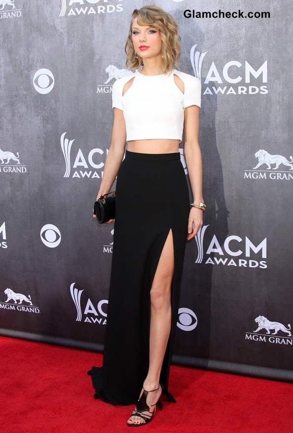 Taylor Swift in J Mendel Monochrome Outfit at ACMA 2014