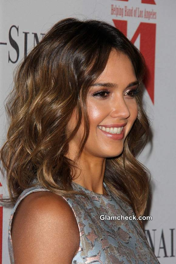 Jessica Alba Radiant In Glowy Makeup And Soft Curls