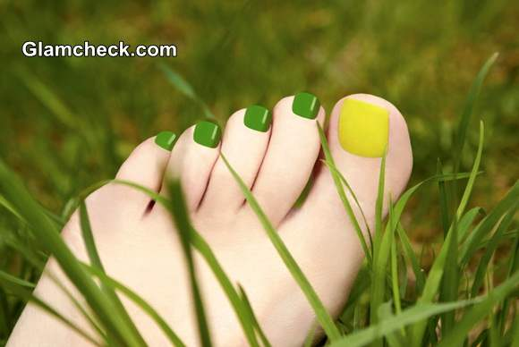 Top 5 Nail Paint Colors to flaunt this Monsoon