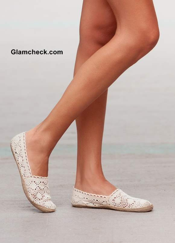 dull- white lace shoes