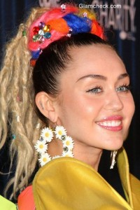 Flower Costume – Miley Cyrus beings flower power to the Hilarity for Charity