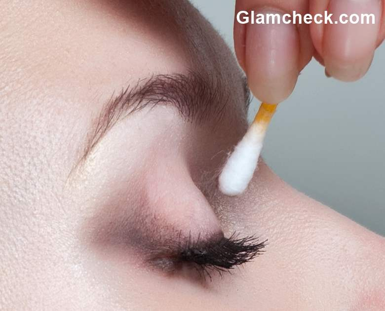 Q-tip Eye Makeup Hack