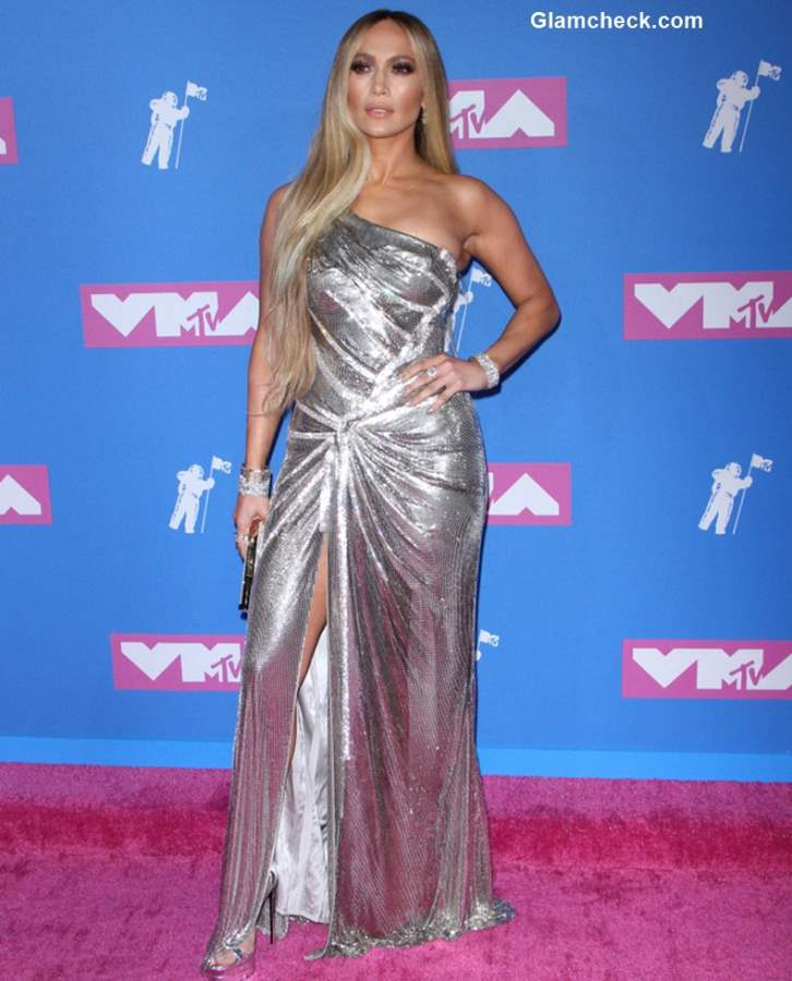 Jennifer Lopez in Versace at MTV Music Awards 2018