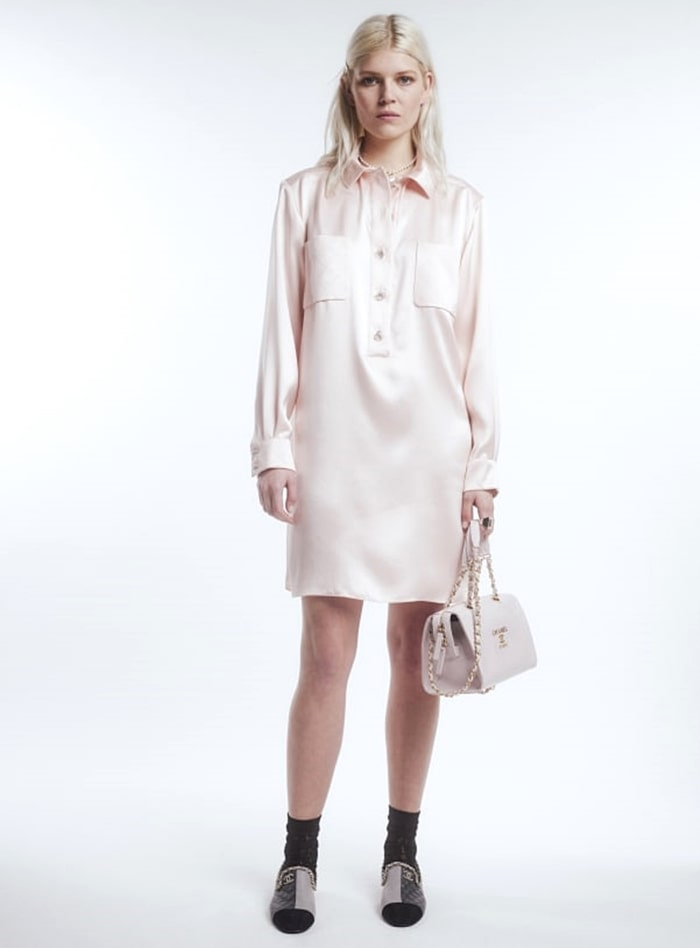 Chanel Fall-Winter 2021-22 collection Ola Rudnicka in shirt dress