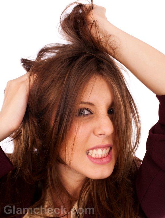 woman irritation period symptoms