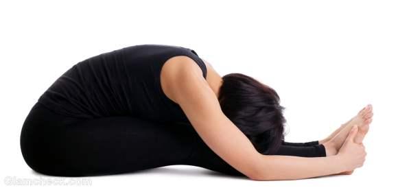 periods yoga paschimottanasana
